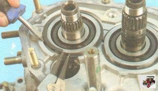 стопорные кольца подшипников первичного и вторичного валов коробки передач
