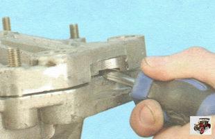 снятие картера коробки передач с картера сцепления