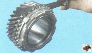 проверьте зазор между шестернями и соответствующими блокирующими кольцами