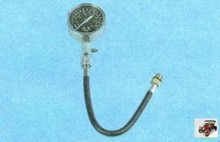 манометр для проверки давления топлива в топливной рампе