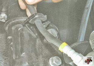 держатель тормозного шланга на стойке амортизатора