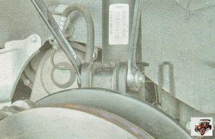 гайка крепления передней стойки амортизатора к поворотному кулаку