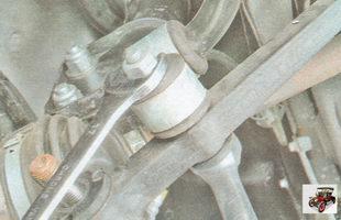 гайка крепления стойки стабилизатора к рычагу передней подвески