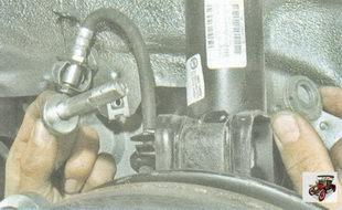 гайка крепления поворотного кулака к стойке амортизатора
