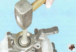 выпрессуйте ступицу из внутреннего кольца подшипника