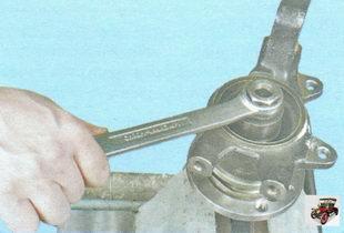 запрессуйте с помощью оправки ступицу во внутреннее кольцо подшипника