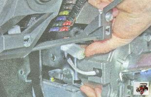 фиксатор разъема усилителя рулевого управления