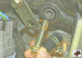 болт крепления снимаемой рулевой тяги