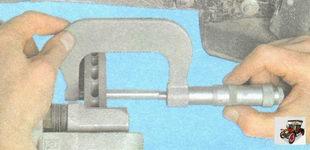 измерьте толщину тормозного диска