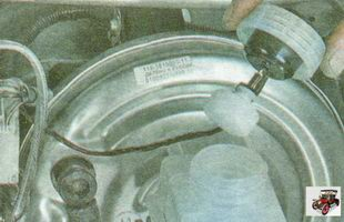 пробка бачка главного тормозного цилиндра с поплавком датчика уровня тормозной жидкости