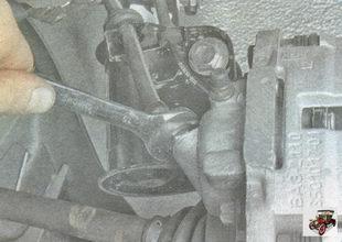 наконечник тормозного шланга на рабочем тормозном цилиндре