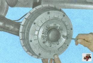 снятие, установка, замена тормозного барабана заднего колеса