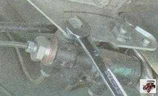болт крепления регулятора давления тормозов к кронштейну