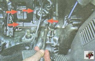 гайки крепления кронштейна педального узла к щиту передка