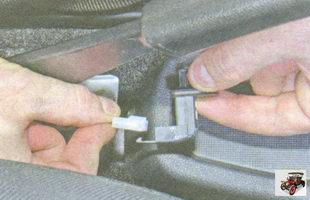 разъем провода выключателя сигнализатора включения ручного тормоза