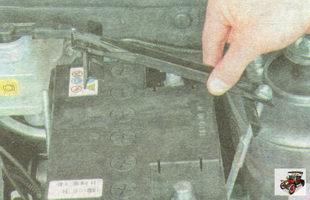 планка крепления аккумулятора в сборе с одной из стяжек