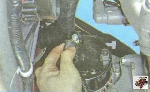 защитный колпачок гайки крепления силового провода генератора