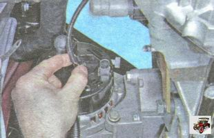 клемма с проводами выводов генератора