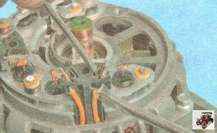 пружинный фиксатор; вывод статорной обмотки генератора