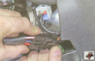 фиксатор разъема жгута проводов замка зажигания