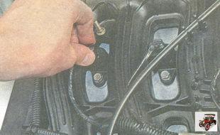 пластмассовый фиксатор разъема проводов катушки зажигания