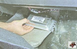 отведите ЭБУ (электронный блок управления) от кузова автомобиля