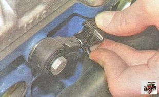 металлический фиксатор разъема жгута проводов