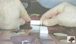 фиксатор разъема жгута проводов дополнительного стоп-сигнала