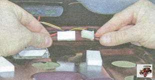 разъем жгута проводов от дополнительного стоп-сигнала