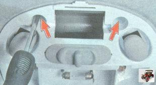 винта крепления блока освещения салона