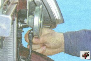 фиксатор разъема жгута проводов от звукового сигнала