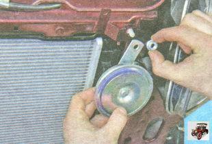 снятие, установка и замена звукового сигнала