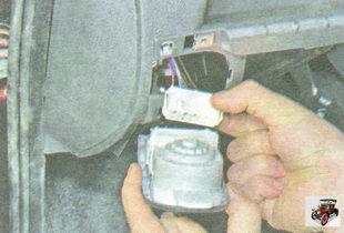 разъем жгута проводов от блока управления наружным освещением