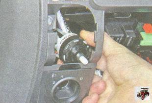 снятие, установка и замена гидрокорректора света фар Лада Гранта ВАЗ 2190