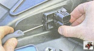 фиксаторы удерживающий блок кнопок стеклоподъемников