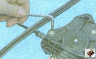 винты крепления моторчика к стеклоподъемнику