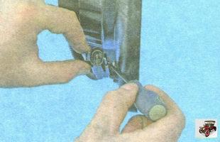 фиксатор разъем проводов вентилятора охлаждения радиатора