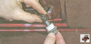 отсоедините разъем жгута проводов от концевого выключателя двери