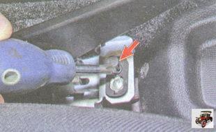 винт крепления выключателя стояночного тормоза