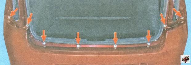 расположение болтов верхнего крепления заднего бампера к кузову автомобиля Лада Гранта ВАЗ 2190