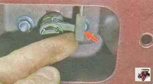 тяга привода рычага выключателя замка крышки багажника