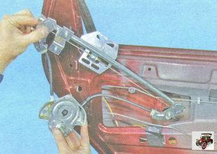 снимите стеклоподъемник Лада Гранта ВАЗ 2190