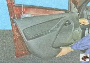 снимите обшивку задней двери Лада Гранта ВАЗ 2190