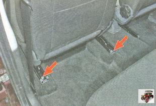 болты заднего крепления направляющих салазок переднего сиденья Лада Гранта ВАЗ 2190