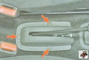 винты крепления облицовки рычага стояночного тормоза