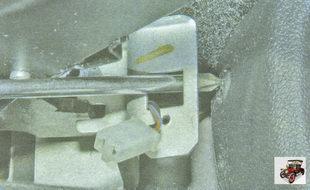 винт заднего крепления облицовки тоннеля пола