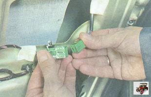 разъемы жгута проводов электропривода наружного зеркала заднего вида Лада Гранта ВАЗ 2190