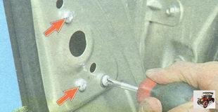 винты крепления зеркала к панели двери Лада Гранта ВАЗ 2190