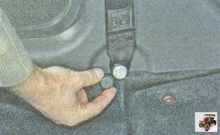 пластмассовая накладка болта нижнего крепления ремня безопасности