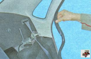 уплотнитель двери накладки задней стойки кузова